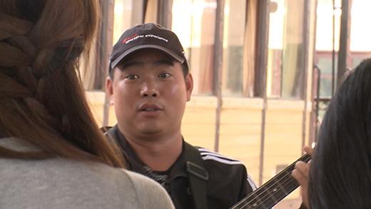 Sau đó, Minh Khang xin tiền mọi người, kêu gọi ủng hộ chuyến từ thiện sắp tới của anh - Tin sao Viet - Tin tuc sao Viet - Scandal sao Viet - Tin tuc cua Sao - Tin cua Sao