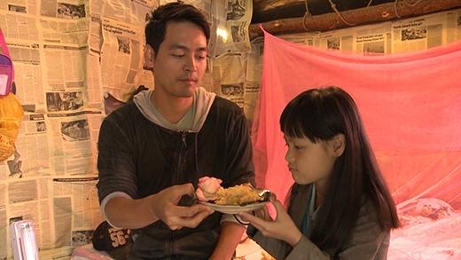 Phan Anh chăm chút đồ ăn sáng cho con gái - Tin sao Viet - Tin tuc sao Viet - Scandal sao Viet - Tin tuc cua Sao - Tin cua Sao