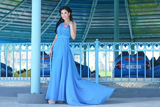 Nguyễn Lâm Diễm Trang SBD 858 đến từ Vĩnh Long. Cô từng đăng quang Miss Teen 2010, Nữ hoàng cà phê 2013. Người đẹp cao 1m67 với số đo 79-60-90 được dự đoán là đối thủ nặng kí năm nay.