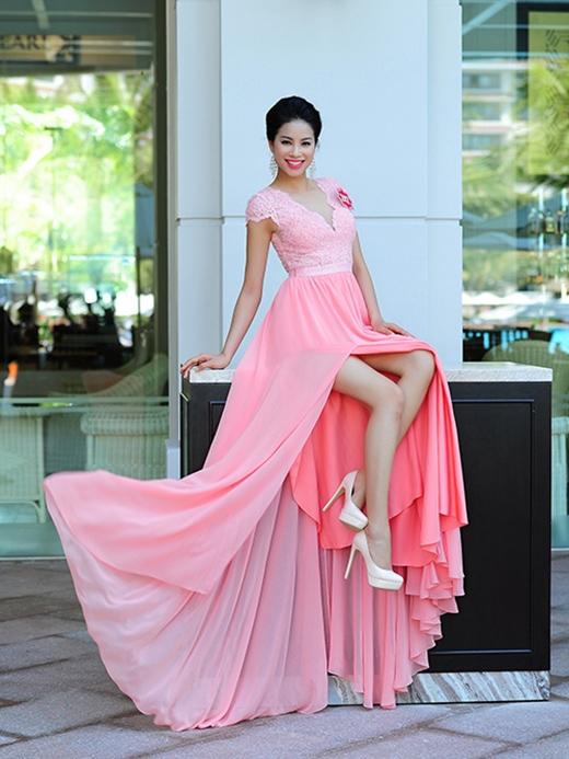 Phạm Thị Hương SBD 242 là thí sinh đại diện cho thành phố cảng Hải Phòng. Cô có ưu thế bởi kinh nghiệm nhiều năm làm người mẫu. Bên cạnh đó, hiện người đẹp 22 tuổi này đang là giảng viên Cao đẳng Văn hóa nghệ thuật TP Hồ Chí Minh.