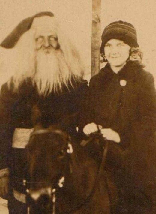 Ông già Noel này chắc hay xuất hiện trong những cơn ác mộng