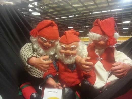 Điệu cười hơi bị nham hiểm của ba ông già Noel này!