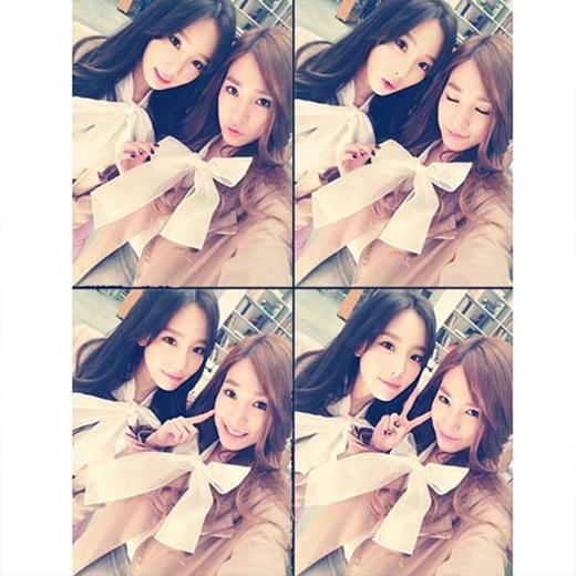 Tiffany khoe hình ảnh đáng yêu bên Taeyeon cùng chiếc nơ cực xinh, cô nàng viết trên trang cá nhân: 'Chỉ còn một ngày nữa sẽ đến Tokyo Dome'.