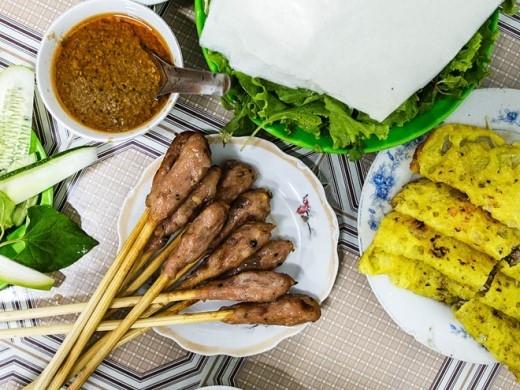 Món bánh xèo và nem lụi ngon tuyệt ở Đà Nẵng. Ảnh: Brian Oh