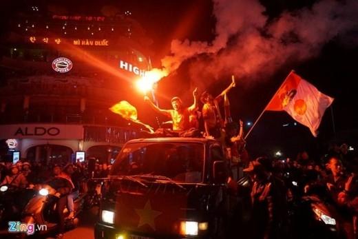 Có lẽ rất lâu rồi người hâm mộ Việt Nam mới lại sống trong bầu không khí lễ hội do đội tuyển quốc gia tạo ra.