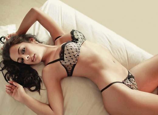 2. Siêu mẫu Larissa Riquelme bạn gái tiền vệ Jonathan Fabbro (Cerro Porteno).