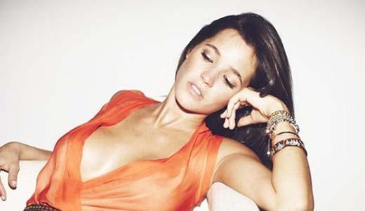 5. Siêu mẫu Malena Costa - bạn gái tiền vệ Mario Suarez (Atletico Madrid).