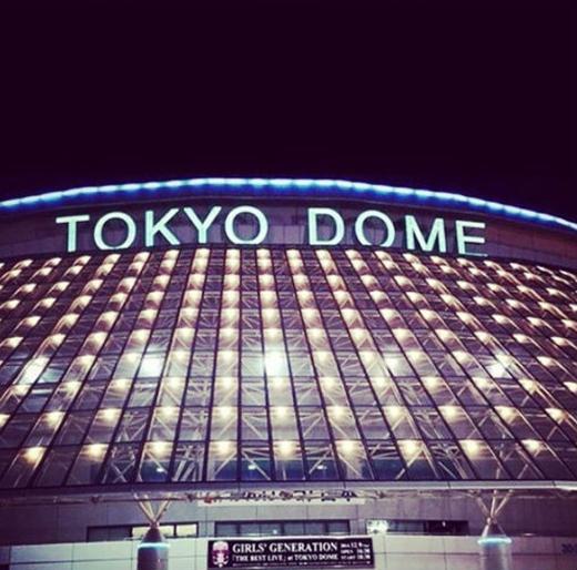 Hyoyeon khoe hình đằng trước sân khấu Tokyo Dome và hồi hộp đếm ngược đến ngày diễn ra concert, cô viết: 'The best live at TOKYO DOME!!!! D-day #GG, tôi vô cùng hồi hộp'