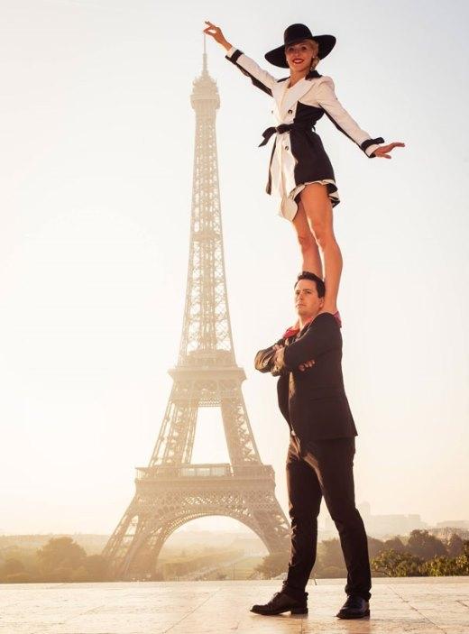 Khi cả hai du lịch đến Pháp