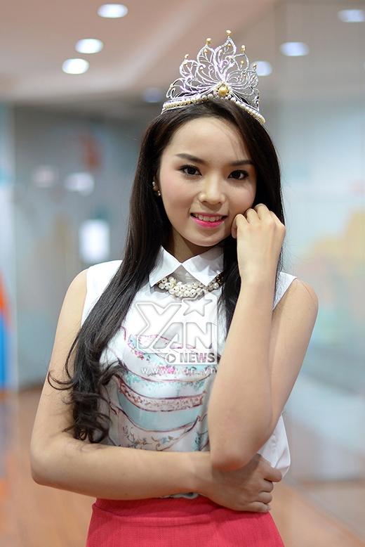 Gương mặt thanh thoát, tươi tắn của đương kim Hoa hậu Việt Nam 2014 - Tin sao Viet - Tin tuc sao Viet - Scandal sao Viet - Tin tuc cua Sao - Tin cua Sao