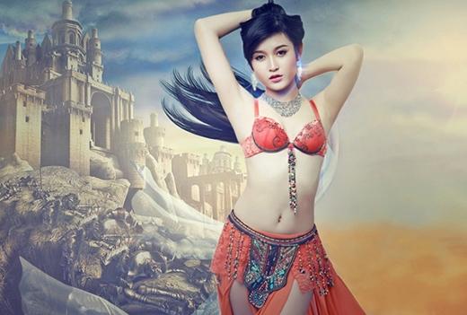 Trước đây, Huyền My từng mặc trang phục sexy khi làm người mẫu quảng cáo cho game. - Tin sao Viet - Tin tuc sao Viet - Scandal sao Viet - Tin tuc cua Sao - Tin cua Sao