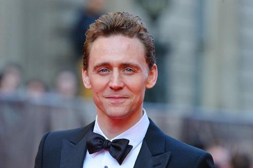 """Đây là lý do vì sao mà Tom Hiddleston thậm chí còn """"hot"""" hơn cả Chris Hemsworth trong bộ phim Thor phần mới nhất."""
