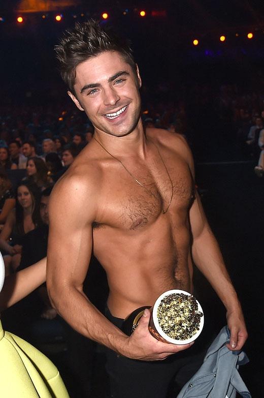 Chắc hẳn không ai quên được màn lột áo tại lễ trao giải MTV của Zac Efron vào tháng Tư năm nay.