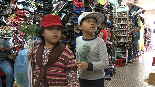 Sau đó, cùng tiến về chợ Đà Lạt để mua quà cho mẹ và người thân - Tin sao Viet - Tin tuc sao Viet - Scandal sao Viet - Tin tuc cua Sao - Tin cua Sao
