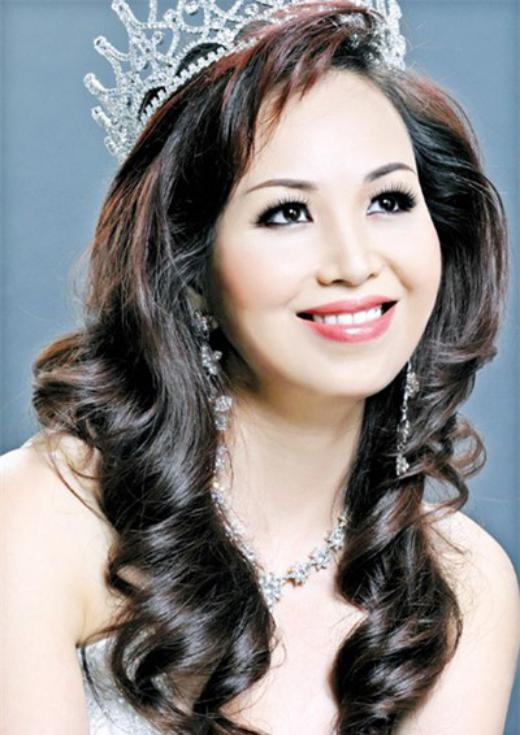 Hiện tại, Hoa hậu Diệu Hoa chuyên tâm vào công việc kinh doanh và chăm sóc gia đình. Chị đang là Giám đốc kinh doanh tại công ty Ceres Commodities Pvt Ltd của Thái Lan. - Tin sao Viet - Tin tuc sao Viet - Scandal sao Viet - Tin tuc cua Sao - Tin cua Sao