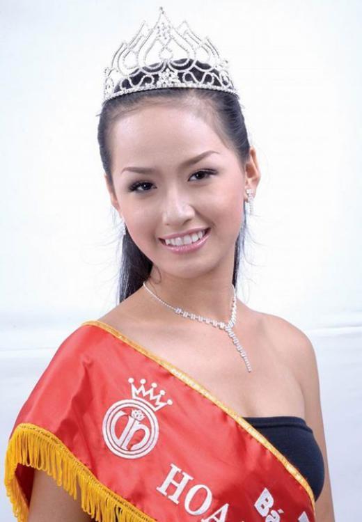 """So với các đàn chị kể trên, Hoa hậu Việt Nam năm 2006 Mai Phương Thúy có lẽ là người tích cực tham gia vào các hoạt động của showbiz hơn cả. Cô gái Hà thành từng thủ vai chính trong bộ phim truyền hình Âm tính, ra DVD ảnh """"Hoa đồng nội"""", phát hành sách ảnh """"Phụ nữ và tuồng"""" cũng như chăm chỉ tham gia vào các sự kiện lớn của showbiz. - Tin sao Viet - Tin tuc sao Viet - Scandal sao Viet - Tin tuc cua Sao - Tin cua Sao"""