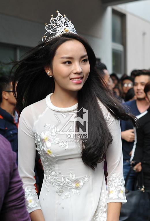 Cô đầy xinh đẹp, duyên dáng trong tà áo dài trắng - Tin sao Viet - Tin tuc sao Viet - Scandal sao Viet - Tin tuc cua Sao - Tin cua Sao