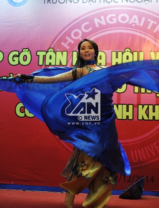 Từng động tác há uyển chuyển và duyên dáng của Hoa hậu Kỳ Duyên - Tin sao Viet - Tin tuc sao Viet - Scandal sao Viet - Tin tuc cua Sao - Tin cua Sao