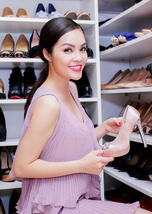 Dương Cẩm Lynh có nhiềm đam mê vô tận về giày. - Tin sao Viet - Tin tuc sao Viet - Scandal sao Viet - Tin tuc cua Sao - Tin cua Sao
