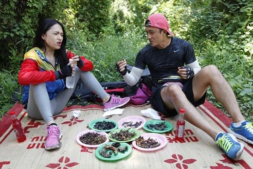 Khoảnh khắc 'tàn nhẫn' của cuộc đua khi Hương Giang phải ăn 'đại tiệc' côn trùng.