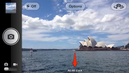 8. Khóa điểm lấy nét và phơi sáng bằng cách giữ ngón tay ở điểm đó cho đến khi hình vuông màu vàng của máy nháy lên 2 lần, đồng thời xuất hiện dòng chữ AE/AF Lock.