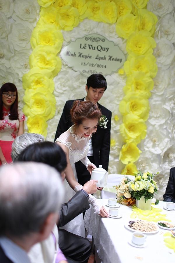 Nụ cười rạng rỡ, hạnh phúc của cô dâu Huyền Lizzie - Tin sao Viet - Tin tuc sao Viet - Scandal sao Viet - Tin tuc cua Sao - Tin cua Sao