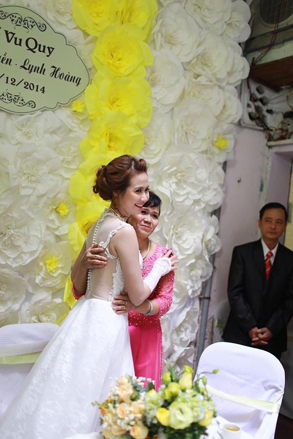 Huyền Lizzie chụp cùng mẹ trước khi về nhà chồng - Tin sao Viet - Tin tuc sao Viet - Scandal sao Viet - Tin tuc cua Sao - Tin cua Sao