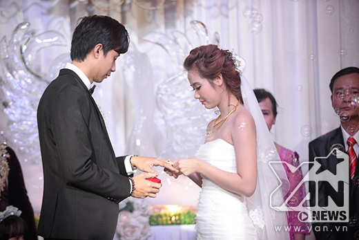 Trao nhẫn cưới - Tin sao Viet - Tin tuc sao Viet - Scandal sao Viet - Tin tuc cua Sao - Tin cua Sao