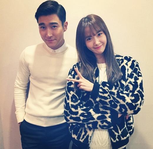 Siwon lịch lãm khoe hình bên Yoona. Hình ảnh này khiến fan của cả hai vô cùng thích thú.