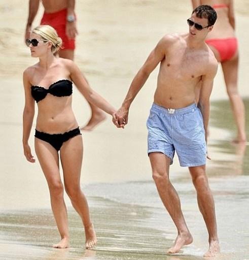 Vợ của Jonny Evans có thân hình thon gọn, thu hút mọi ánh nhìn.