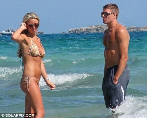 Alex Curran xứng đáng là vợ của tiền vệ thủ quân Liverpool, Gerrard. Đây là nàng WAGs nổi tiếng ở Anh về sắc đẹp và sự chịu chơi.