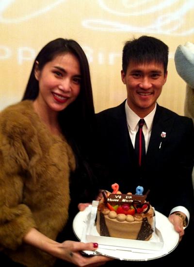 Công Vinh chu đáo tổ chức sinh nhật cho bà xã khi cô sang Nhật. - Tin sao Viet - Tin tuc sao Viet - Scandal sao Viet - Tin tuc cua Sao - Tin cua Sao