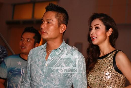 Hai vợ chồng nhanh chóng thu hút sự chú ý của mọi người - Tin sao Viet - Tin tuc sao Viet - Scandal sao Viet - Tin tuc cua Sao - Tin cua Sao