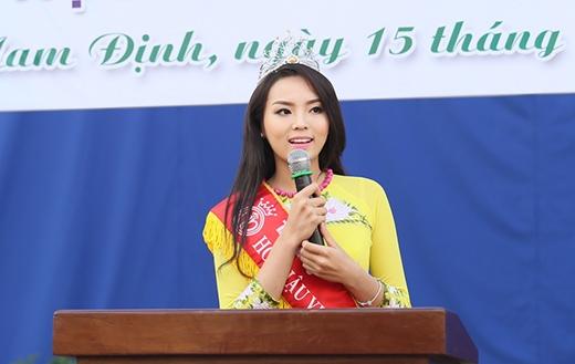 Hoa hậu Việt Nam 2014 xúc động và hạnh phúc khi được trở về thăm trường THPT Lê Hồng Phong - Tin sao Viet - Tin tuc sao Viet - Scandal sao Viet - Tin tuc cua Sao - Tin cua Sao