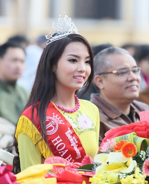Gương mặt trang điểm nhẹ nhàng làm toát lên vẻ đẹp thanh thoát của Kỳ Duyên - Tin sao Viet - Tin tuc sao Viet - Scandal sao Viet - Tin tuc cua Sao - Tin cua Sao