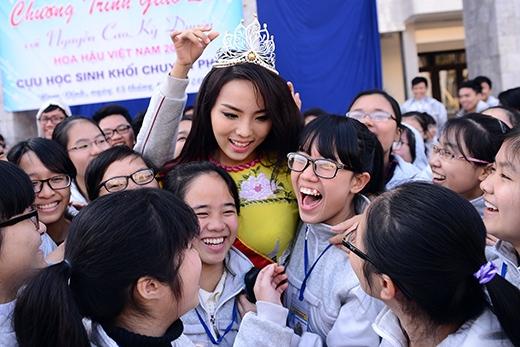 'Đàn em' của Kỳ Duyên tại THPT Lê Hồng Phong thi nhau ôm hôn - Tin sao Viet - Tin tuc sao Viet - Scandal sao Viet - Tin tuc cua Sao - Tin cua Sao