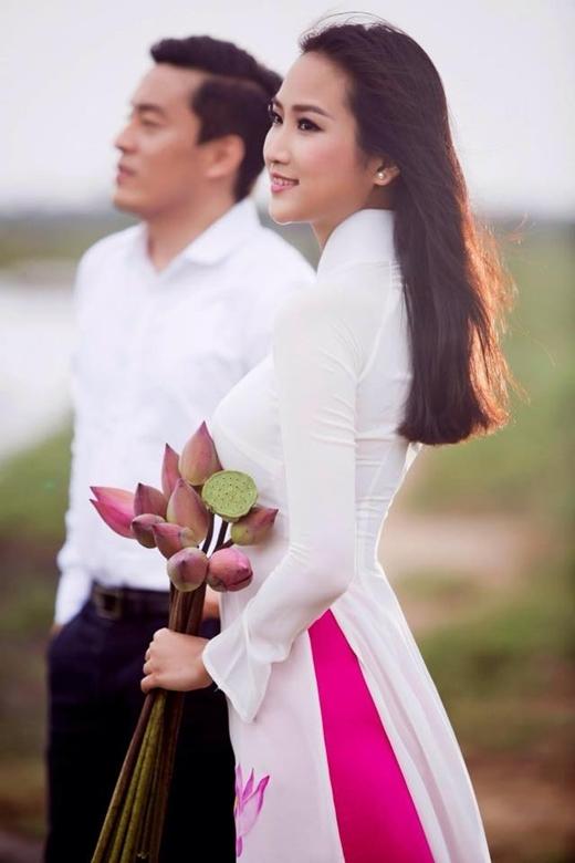 Mới đâyYến Phương đăng một trong những bức hình cưới của cô với dòng chia sẻ: 'Ngày mai tươi sáng' nhanh chóng bức hình nhận được rất nhiều lời bình luận chúc mừng hạnh phúc từ bạn bè dành cho cặp đôi này