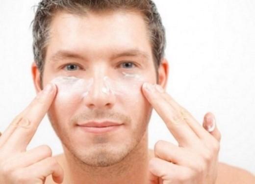 7. Không quan tâm đến những vùng nhạy cảm trên khuôn mặt: Kuôn mặt mỗi người khác nhau, điều quan trọng là bạn phải hiểu biết về những vùng nhạy cảm của khuôn mặt mình và chăm sóc các vùng dễ bị tổn thương.