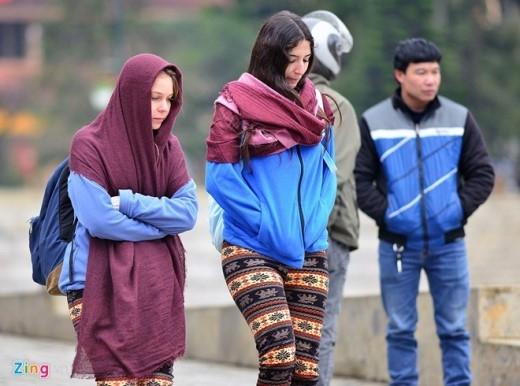 Hình ảnh tại thị trấn Sapa (Lào Cai) lúc 14h chiều 16/12. Giá rét 6 độ C khiến các du khách đến từ xứ lạnh cũng phải chào thua cái lạnh buốt khó chịu của Việt Nam.