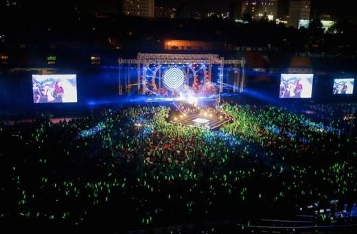 Mỹ Tâm lại giữ kỷ lục về số lượng khán giả góp mặt trong liveshow. Đêm nhạc 'Heartbeat' của nữ ca sĩ diễn ra ngày 9/11/2014, tại SVĐ Quân khu 7, TP HCM thu hút đến 35.000 fan đến tham dự. - Tin sao Viet - Tin tuc sao Viet - Scandal sao Viet - Tin tuc cua Sao - Tin cua Sao