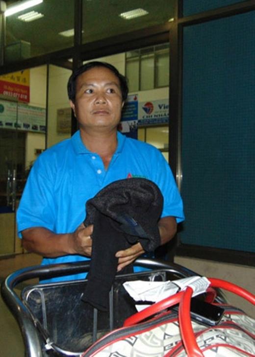 Anh Nguyễn Như Bích cảm thấy ù và đau tai, còn vợ anh hét lên khi sự cố xảy ra. Ảnh: Đức Hùng.