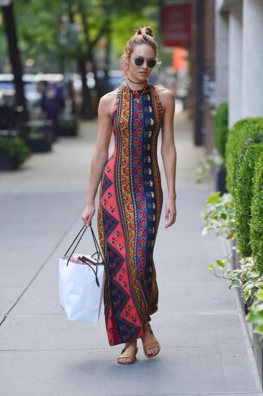 Chiếc váy cổ yếm ấn tượng khoe trọn vẹn đường cong trên cơ thể Candice.