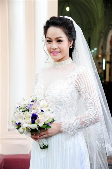 Nhật Kim Anh diện váy cưới màu trắng được cô đặt riêng từ một thương hiệu nổi tiếng. - Tin sao Viet - Tin tuc sao Viet - Scandal sao Viet - Tin tuc cua Sao - Tin cua Sao