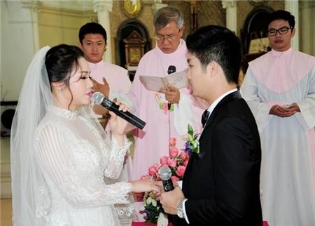 Cả 2 cùng tuyên thệ sẽ hạnh phúc bên nhau trọn đời. - Tin sao Viet - Tin tuc sao Viet - Scandal sao Viet - Tin tuc cua Sao - Tin cua Sao