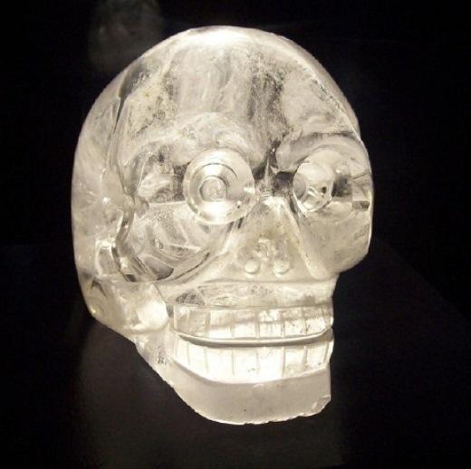 Hỉnh ảnh sọ người bằng pha lê đẹp lung linh với những họa tiết