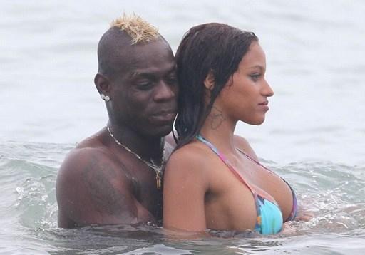 Bạn gái của Balotelli, Fanny Neguesha sở hữu vẻ đẹp nóng bỏng.