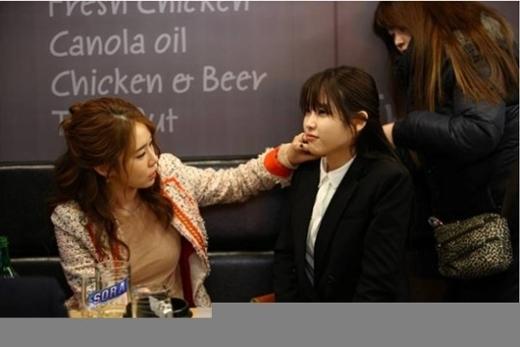 Một số hình ảnh thân thiến của đôi bạn thân IU và Yoo In Na
