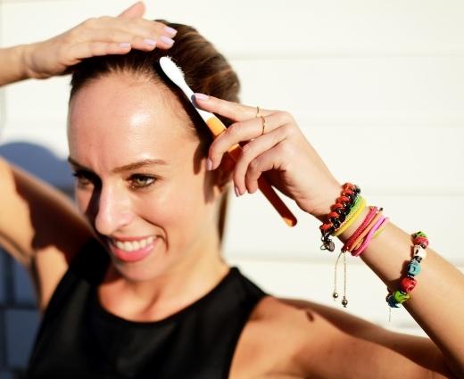 Bàn chải cũng có thể giúp bạn làm đẹp cho tóc hoàn hảo.