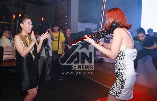 Thu Minh đã lên sân khấu để nhảy cùng bạn ca sĩ đến từ Hàn Quốc - J.Mi. - Tin sao Viet - Tin tuc sao Viet - Scandal sao Viet - Tin tuc cua Sao - Tin cua Sao
