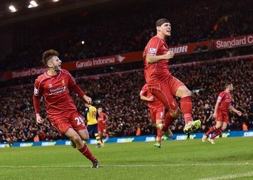 Trung vệ Martin Skrtel ăn mừng sau khi ghi bàn gỡ hòa 2-2 cho Liverpool ở phút bù giờ cuối cùng trong cuộc tiếp đón Arsenal.